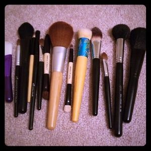 14 makeup brushes lot